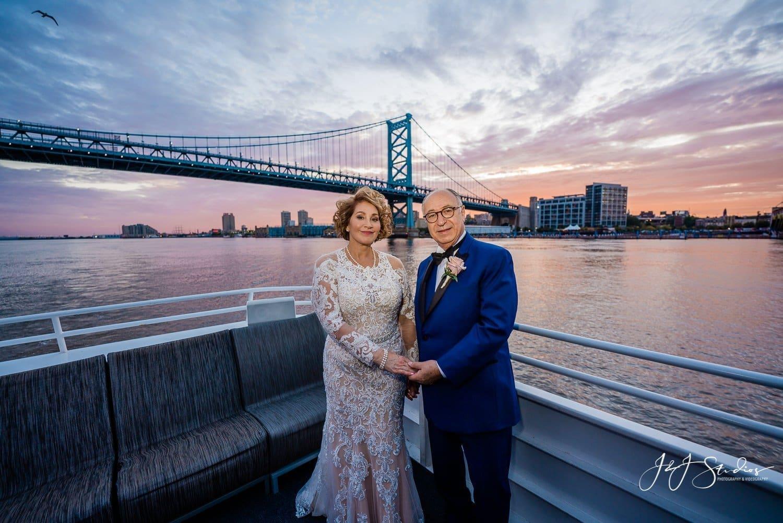 spirit of philadelphia wedding couple ben franklin bridge
