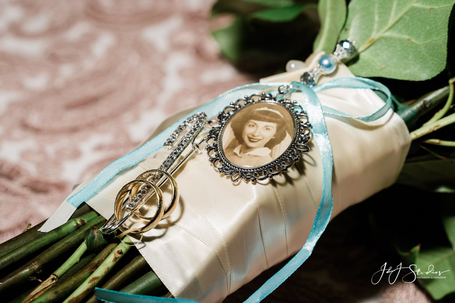 charms and rings on wedding bouquet freedom elite yacht charter wedding