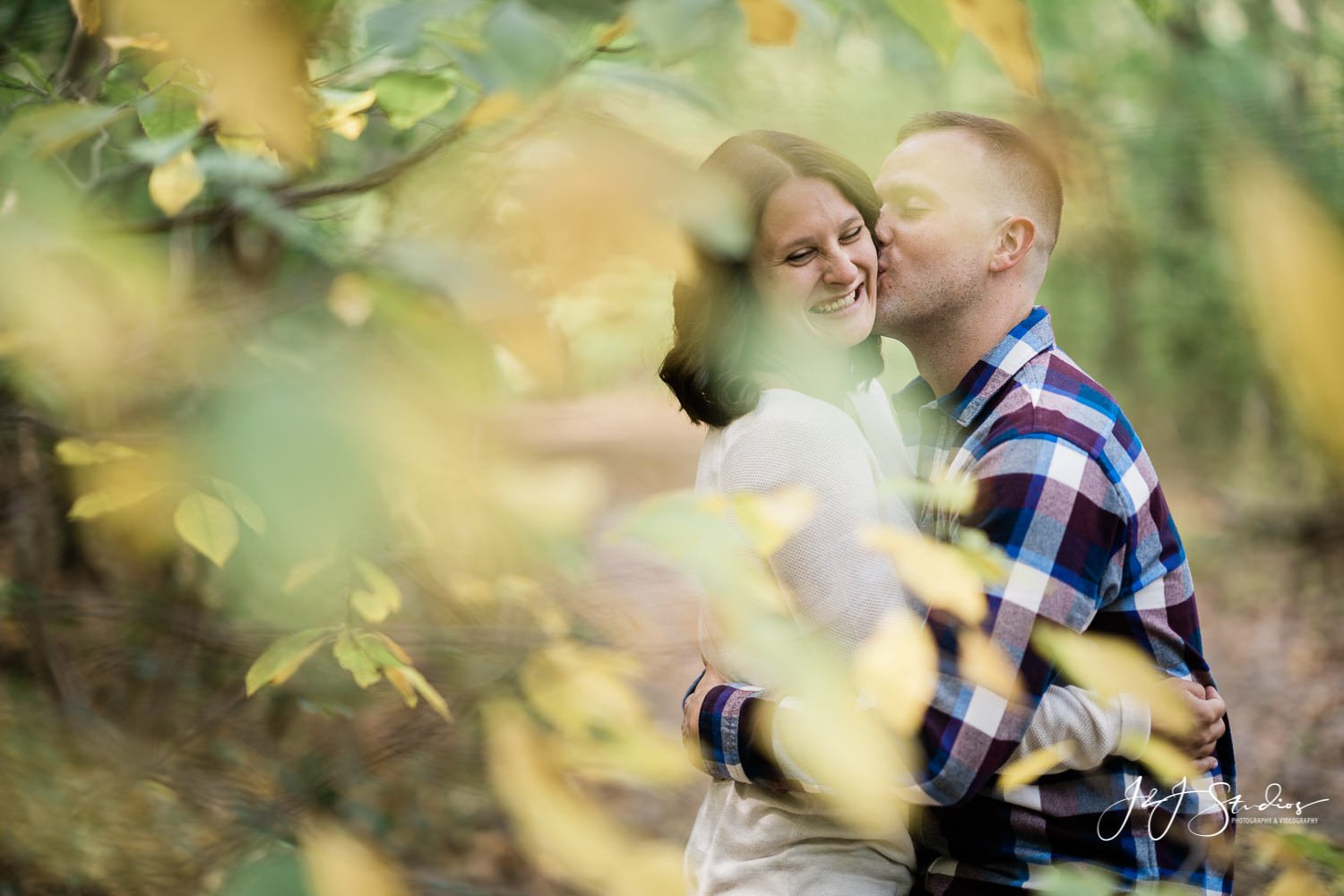 fall engagement shoot at wissahickon park