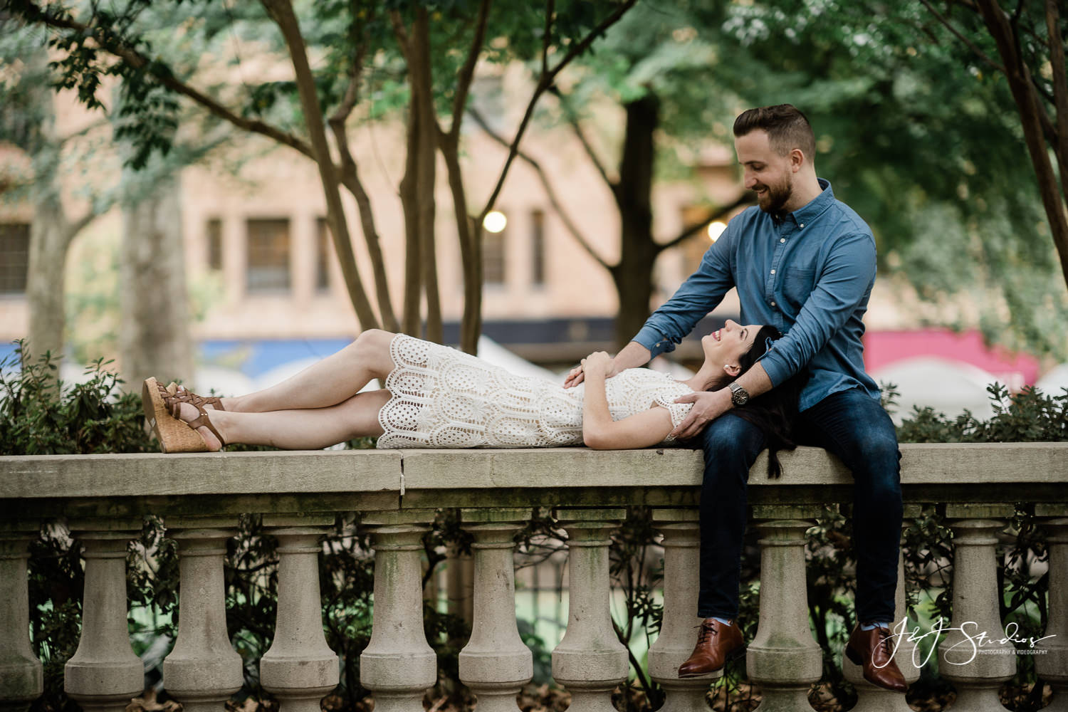 cute engagement pic rittenhouse square philly