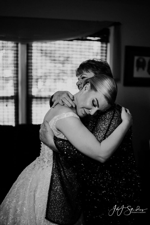 bride and mother embrace photo by john ryan j&J studios