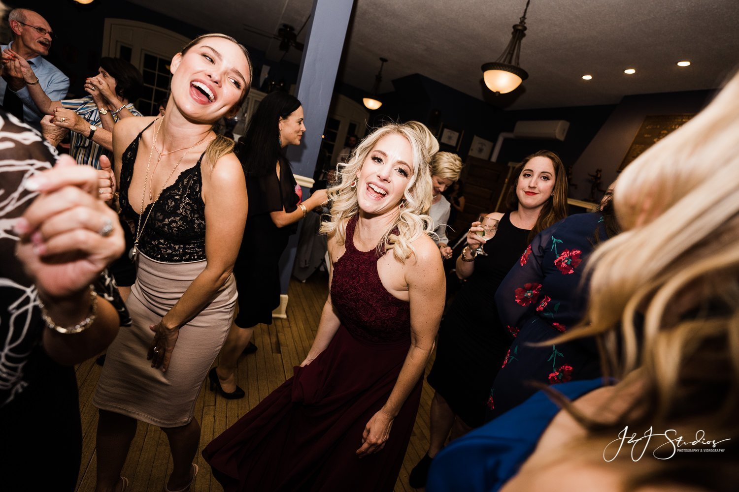 guests dancing boathouse row wedding