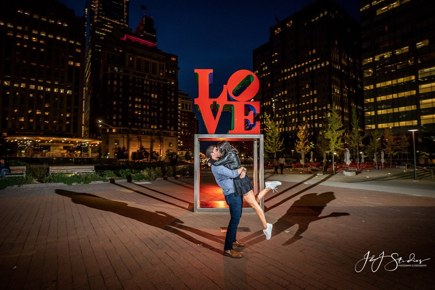 Proposal at love park photographer