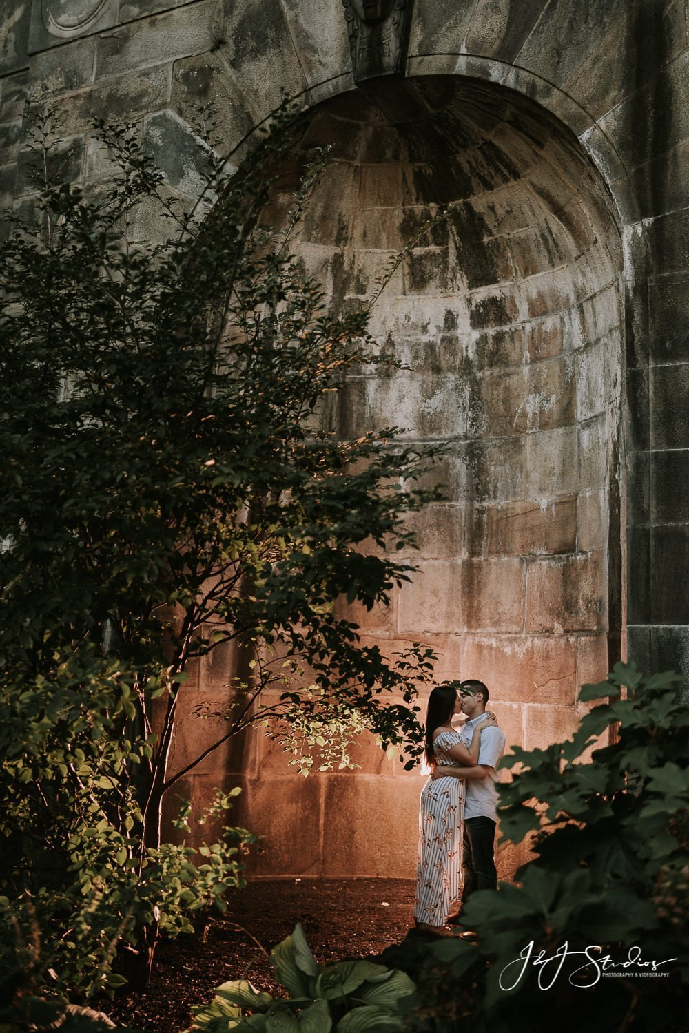 museum of art silhouette engagement photo by j&j studios