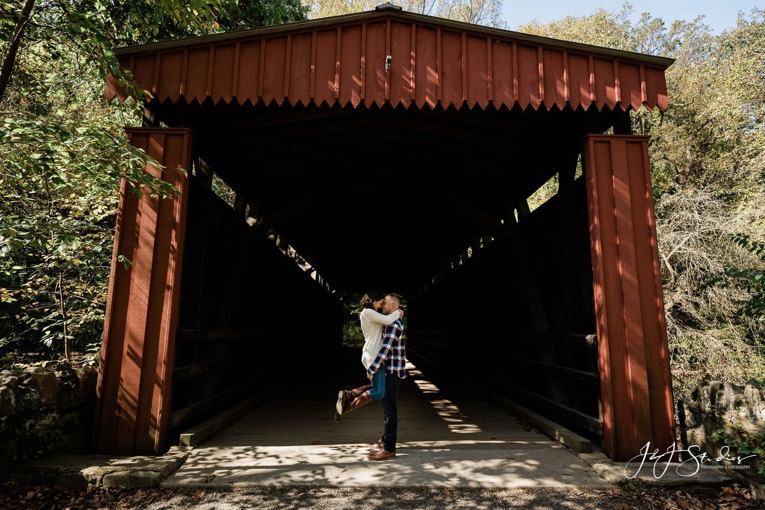 Thomas Mill Covered Bridge engagement