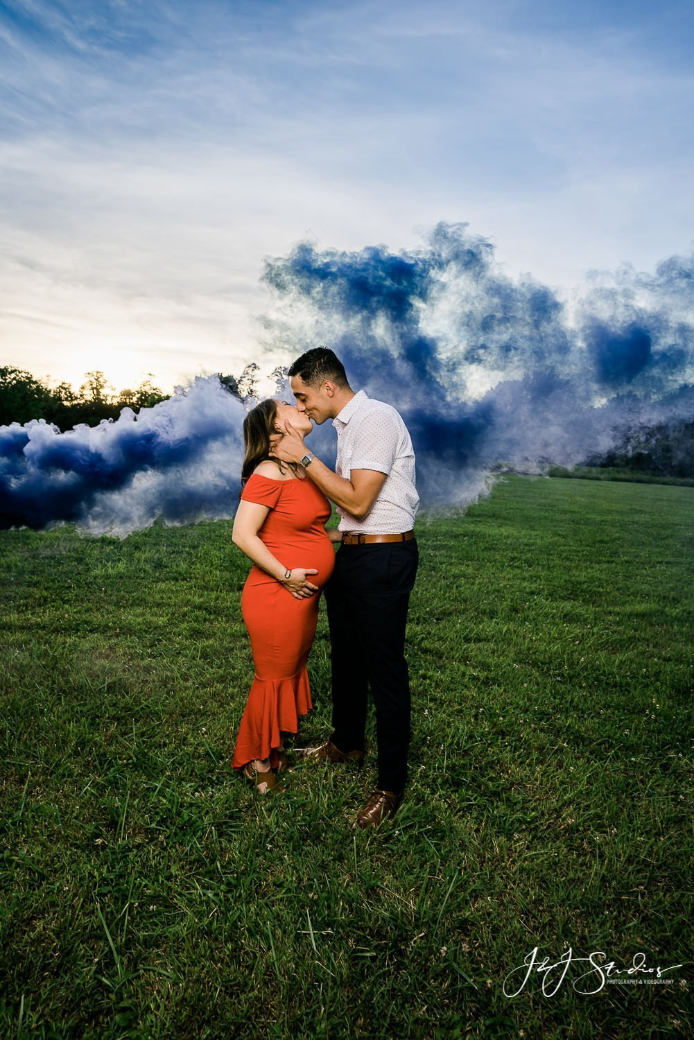 philly smoke bomb maternity session