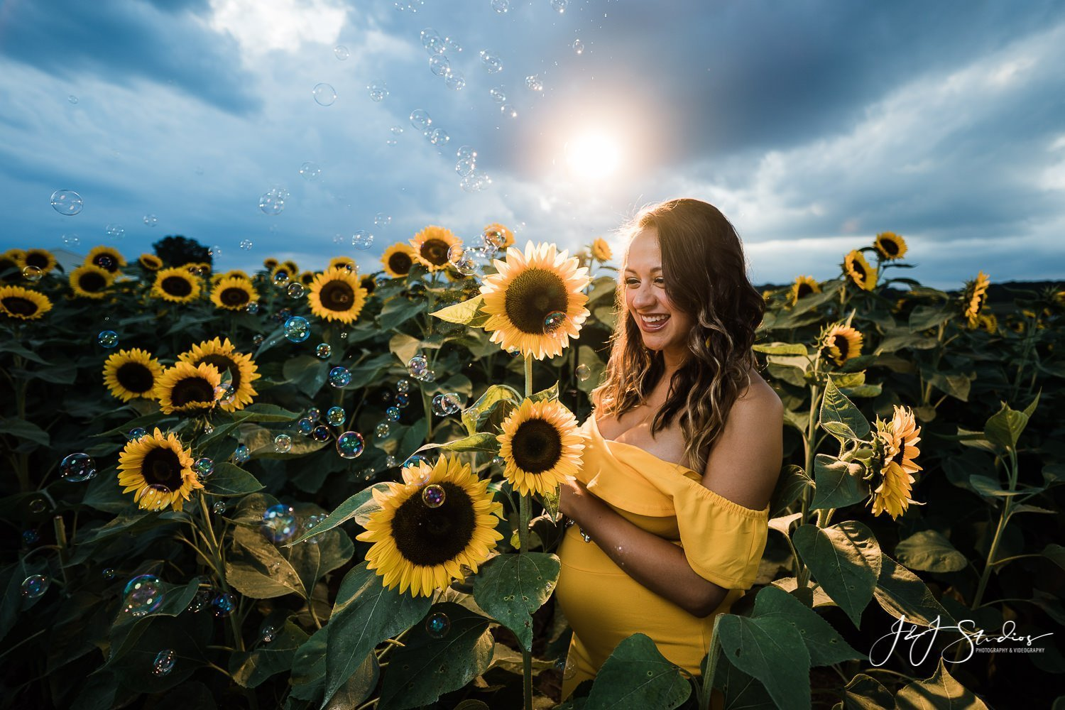 best philly sunflower maternity shoot Best Philadelphia Maternity Photography