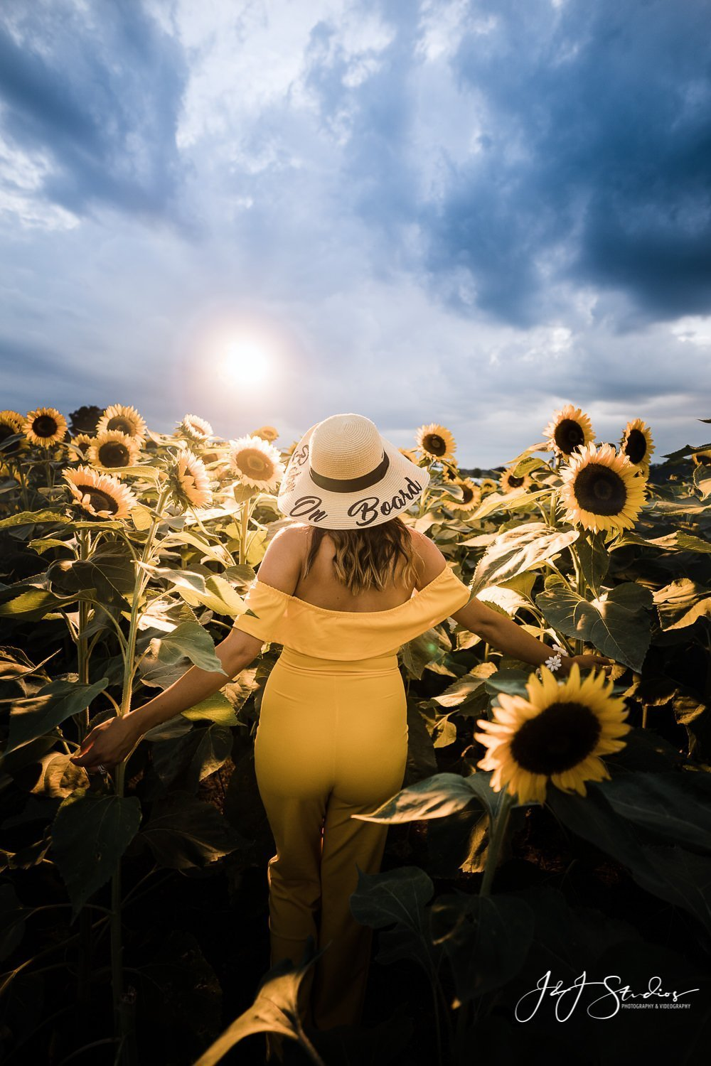 best philly sunflower maternity shoot