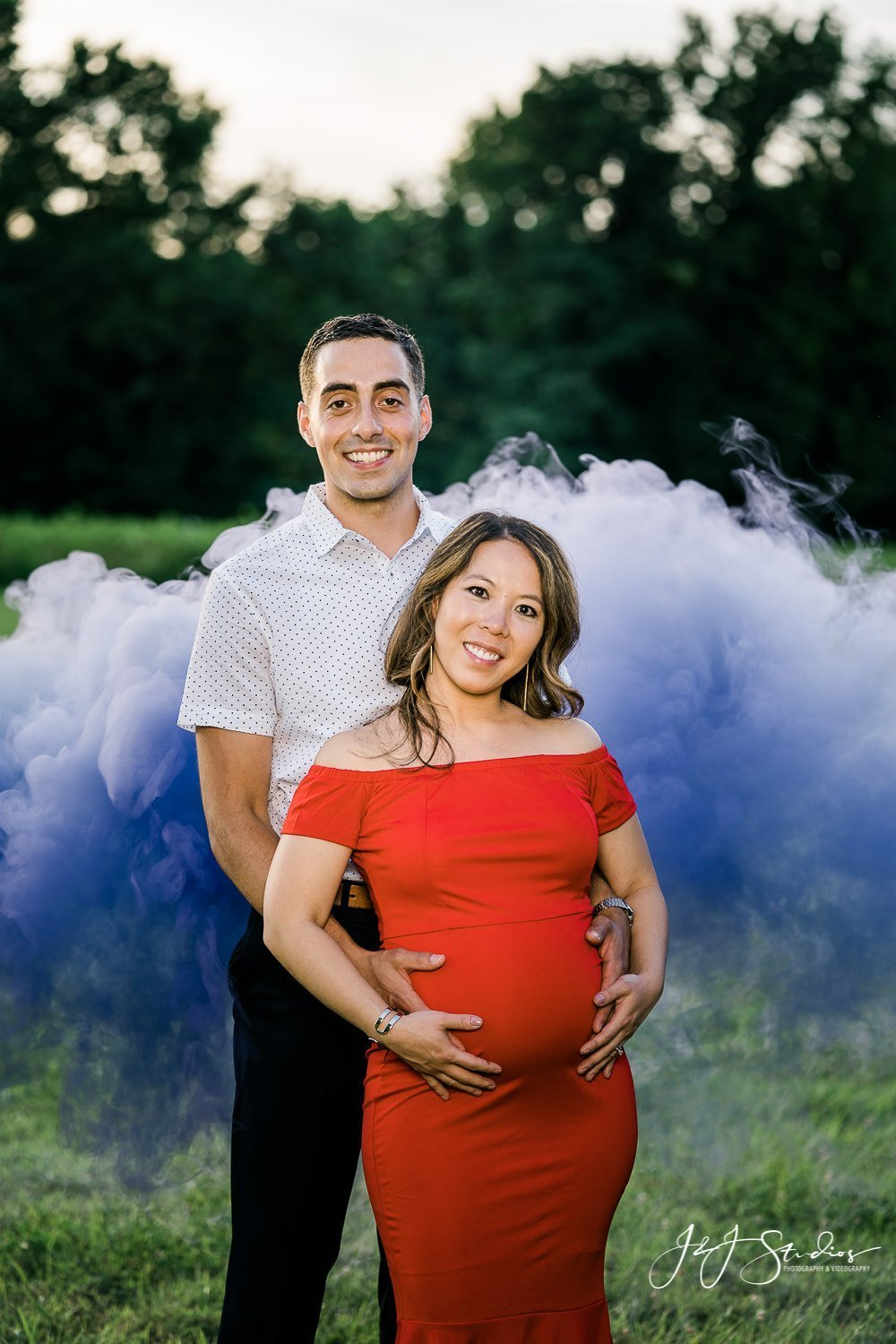 purple smoke maternity photos in philly