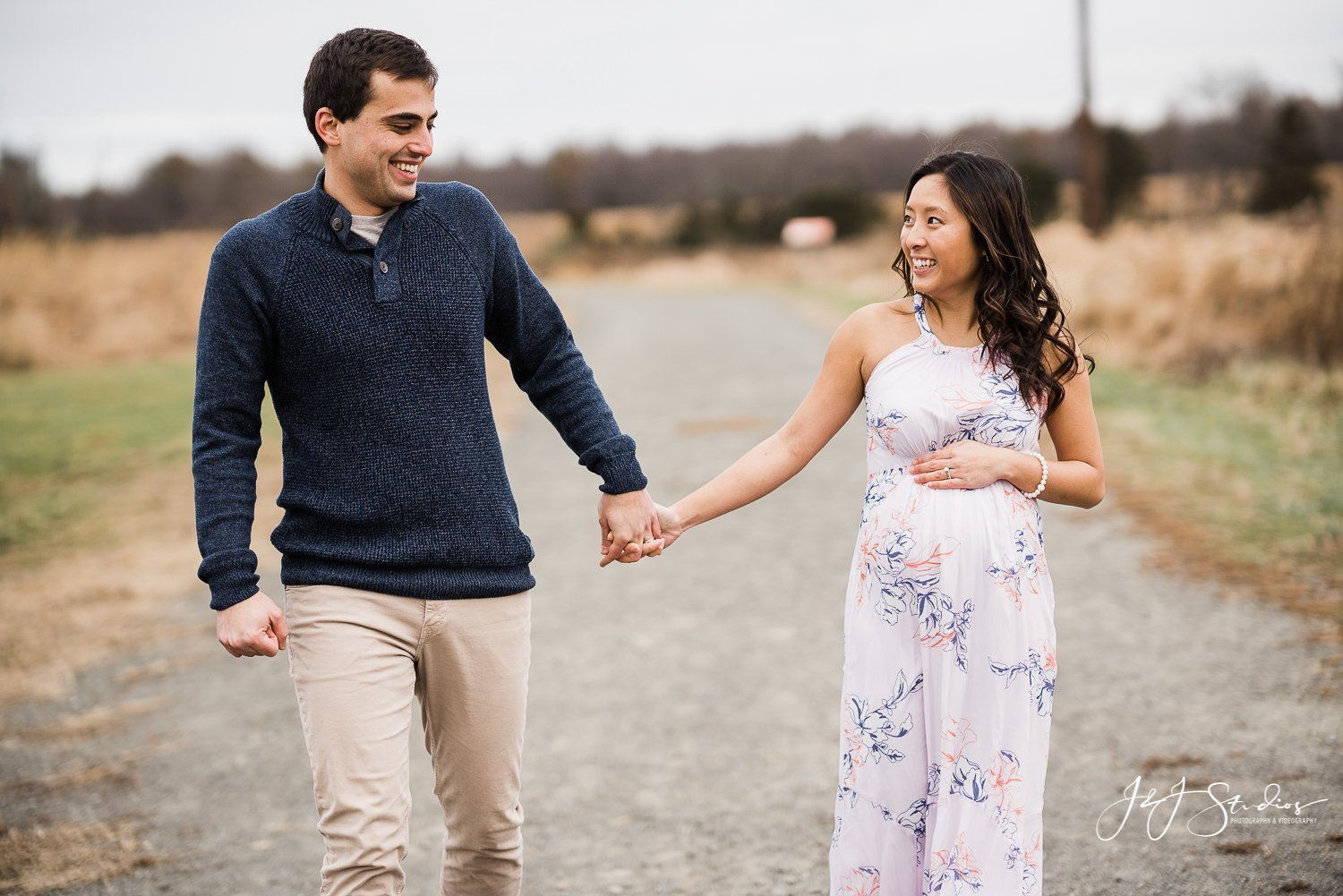 couple walking maternity photos nj