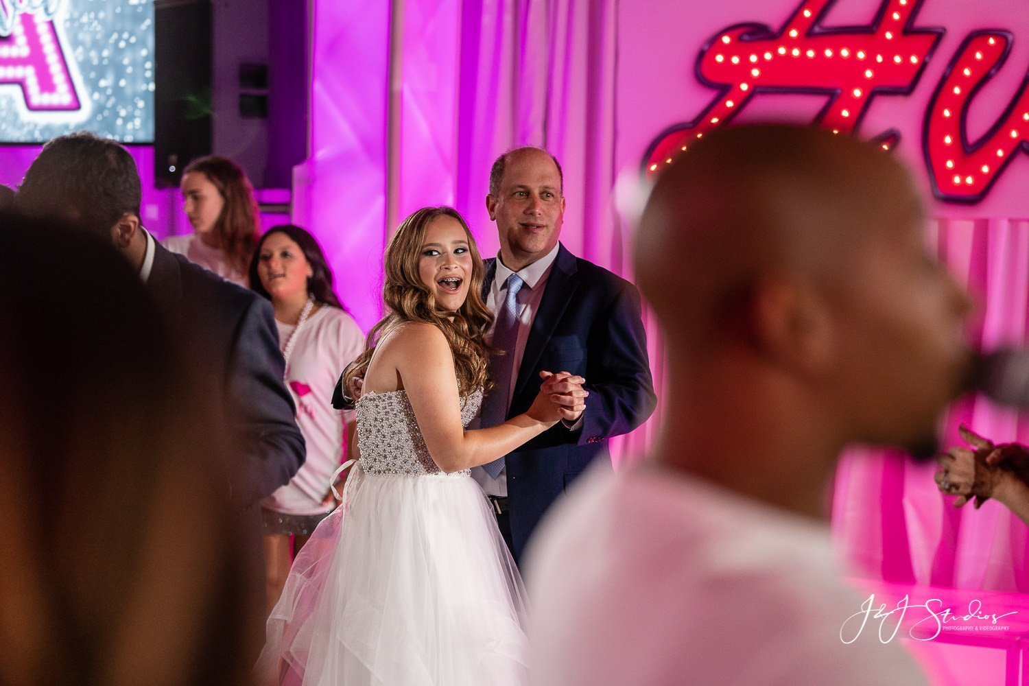father daughter dancing at bat mitzvah