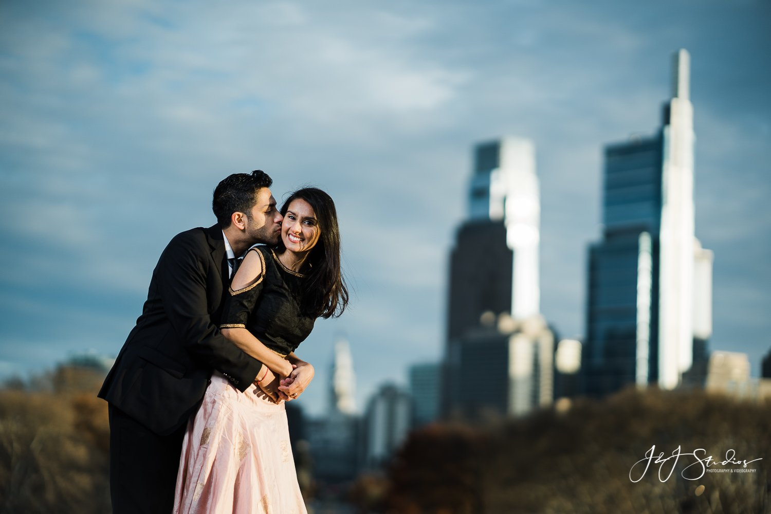 philly skyline engagement session