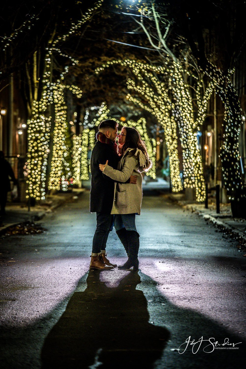 philly holiday proposal silhouette