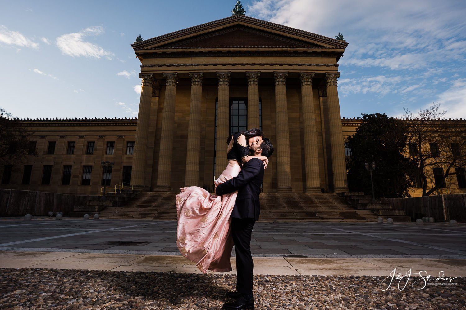 dirty dancing engagement pose philly art museum
