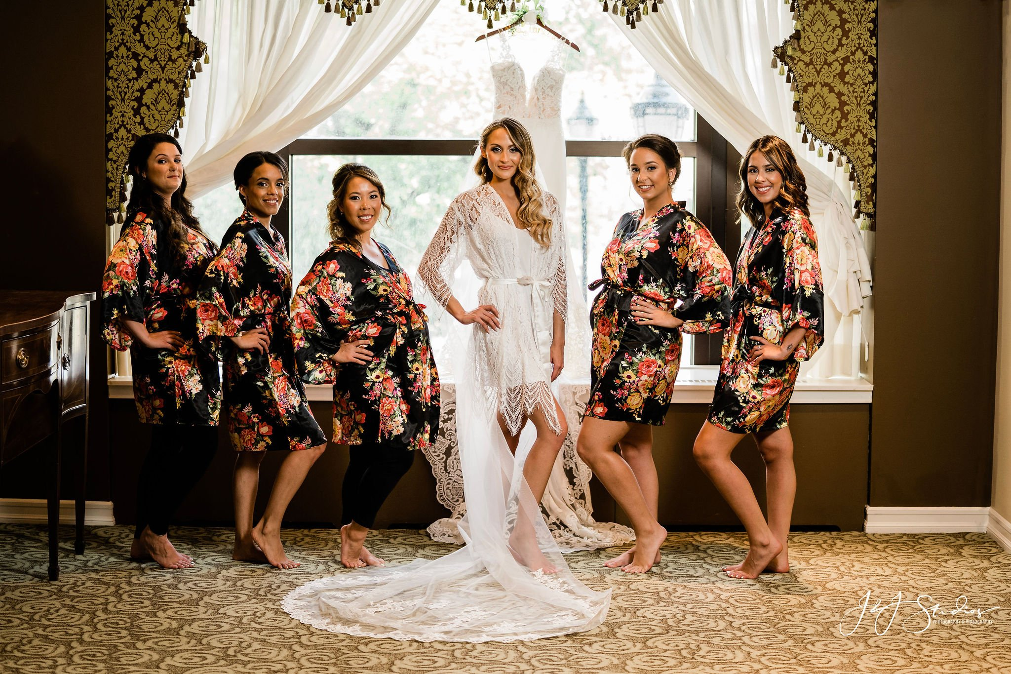 bride and bridesmaids hotel dupont wedding