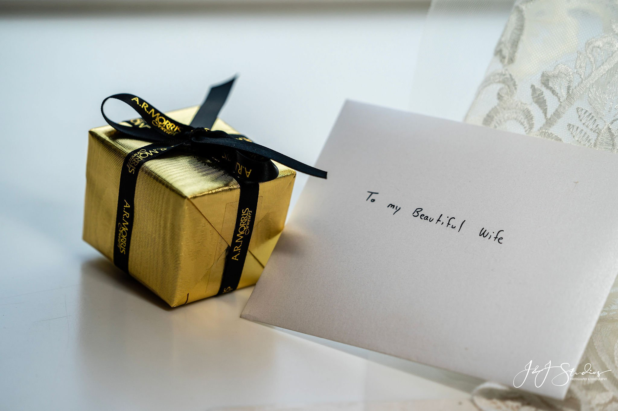 groom gift to bride