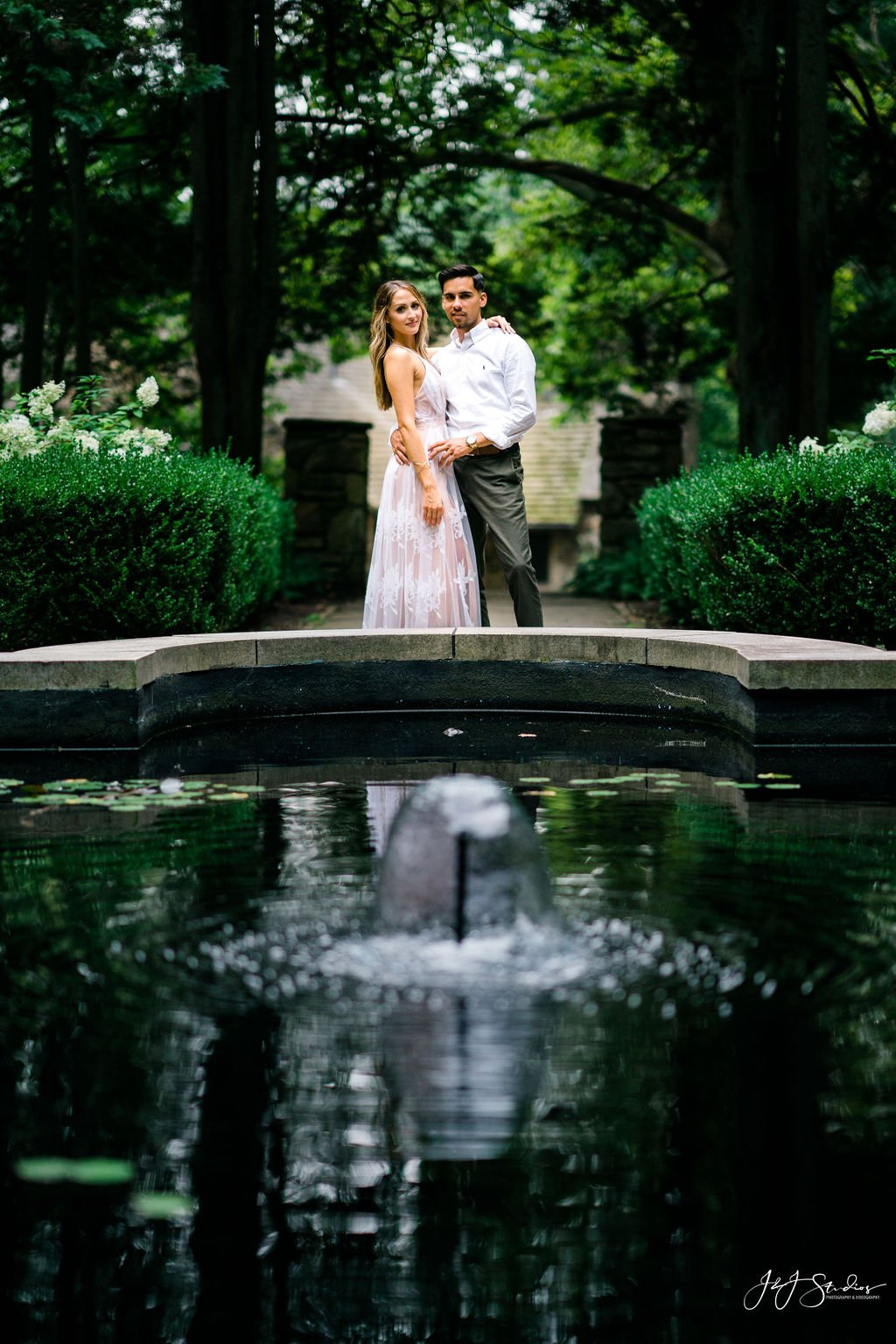 fountain at hunting hill mansion engagement