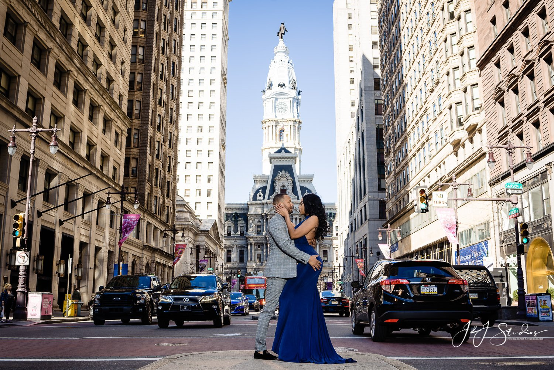 philadelphia city hall engagement session