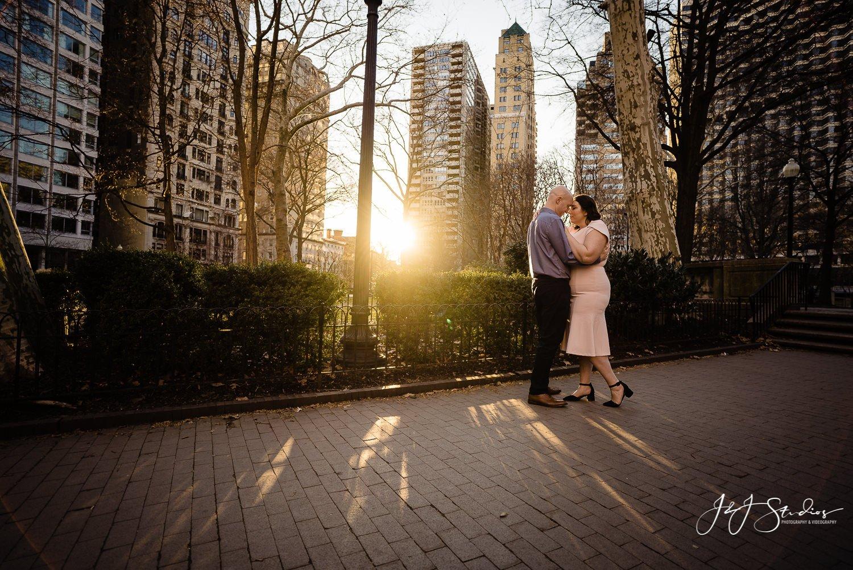 amazing philly rittenhouse square sunset engagement photos