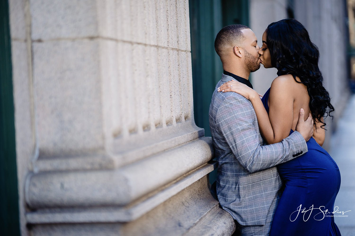 kissing engagement pose philly engagement ideas