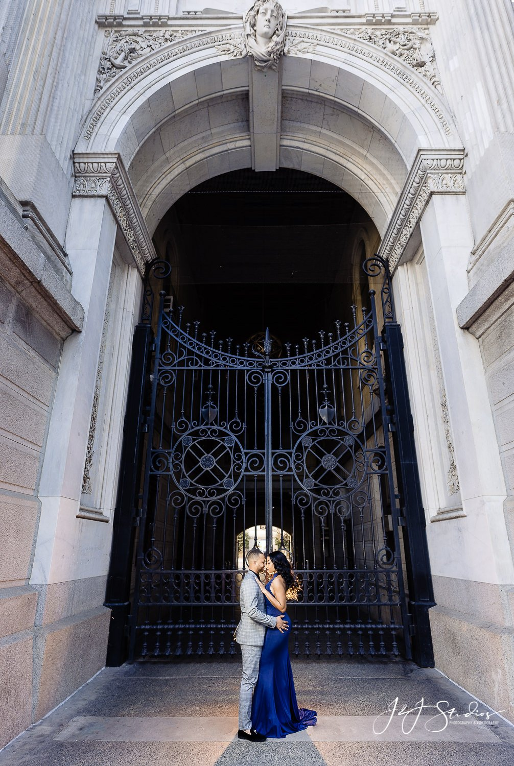 philadelphia city hall engagement shoot