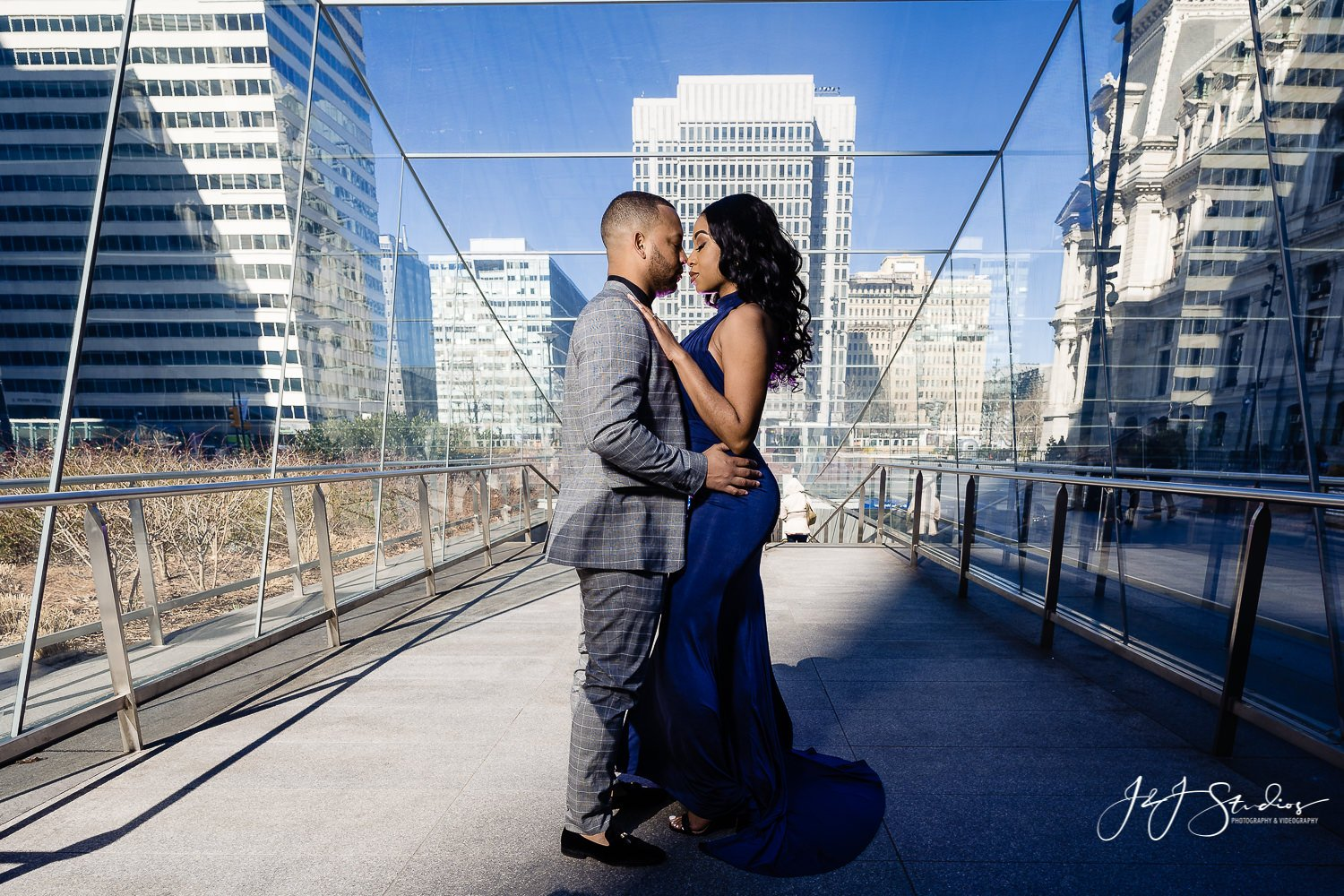 beautiful philadelphia engagement session