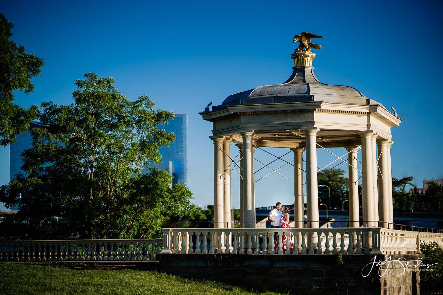 philly water works engagement session