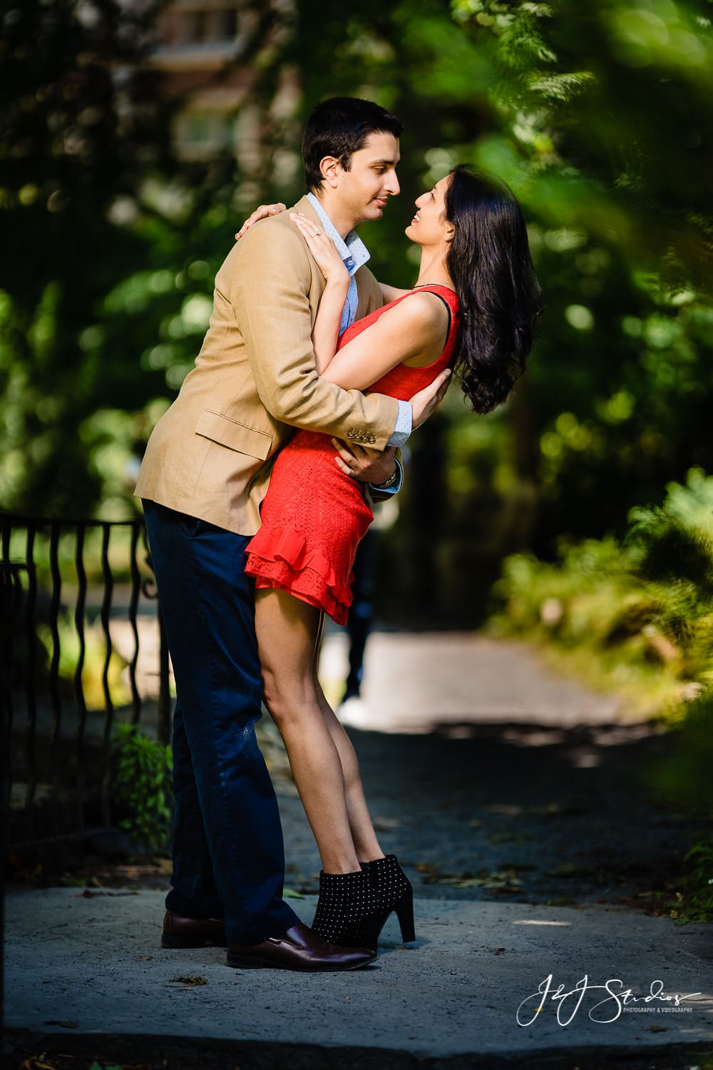 Couple in love at University of Pennsylvania